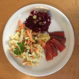 Bianchi's Hausgemachter Gravadlachs mit Dill-Senf-Sauce und Salat